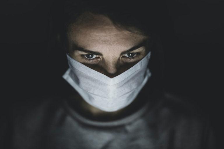 Άνθρωπος με μάσκα